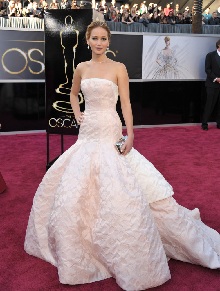 jennifer-lawrence-dior-oscars5